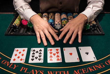 Pengalaman Nyata Bermain Poker Melalui Smartphone